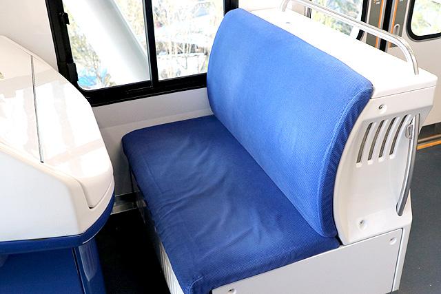 ゆりかもめ7300系 座席(運転台部分)