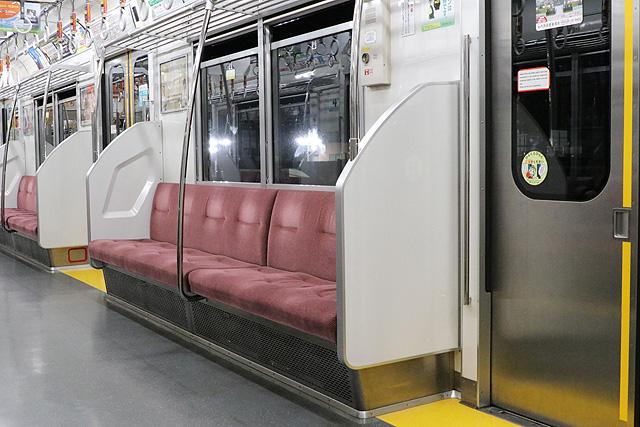 都営6300形(3次車)座席、袖仕切り、スタンションポール