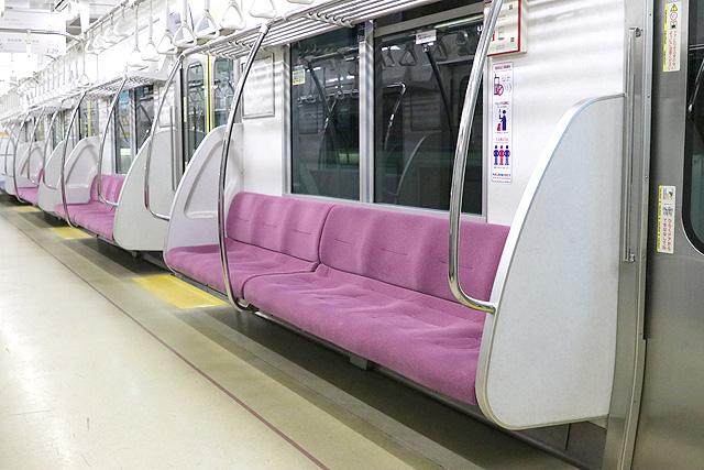 京王1000系(5・6次車)座席、袖仕切り、スタンションポール
