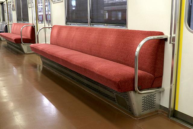近鉄2410系(初期B更新車)座席、袖仕切り、カーテン
