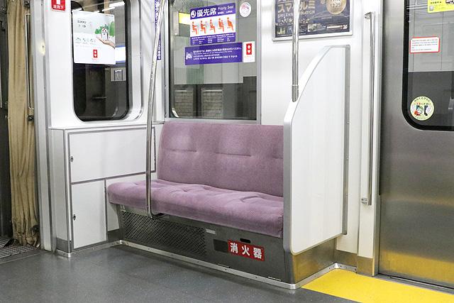 都営6300形(3次車)優先席、消火器
