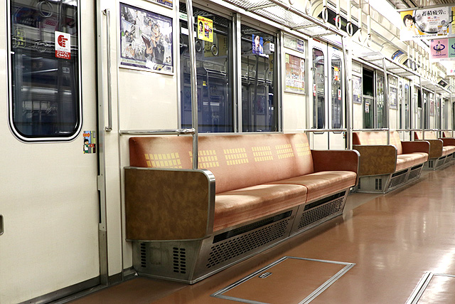 Osaka Metro 23系(最終増備車)座席、袖仕切り