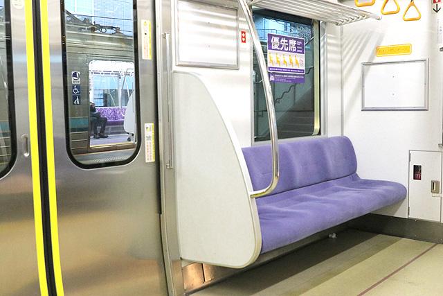 京王1000系(5・6次車)優先席(おもいやりぞーん)