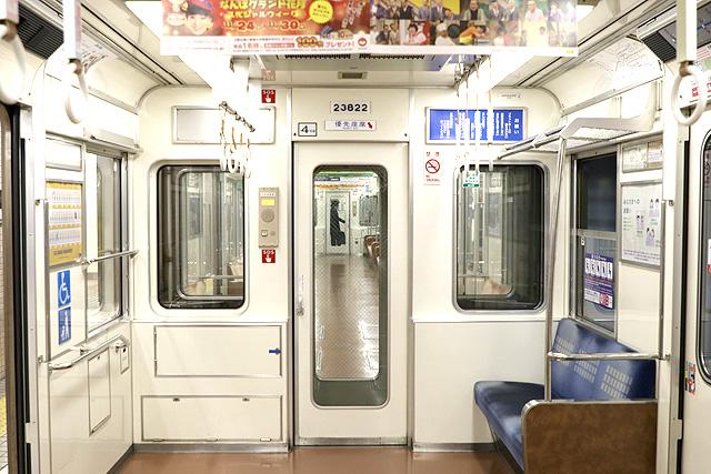 Osaka Metro 23系(最終増備車)貫通路