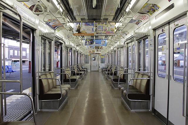 東武50050系 5扉車 車内