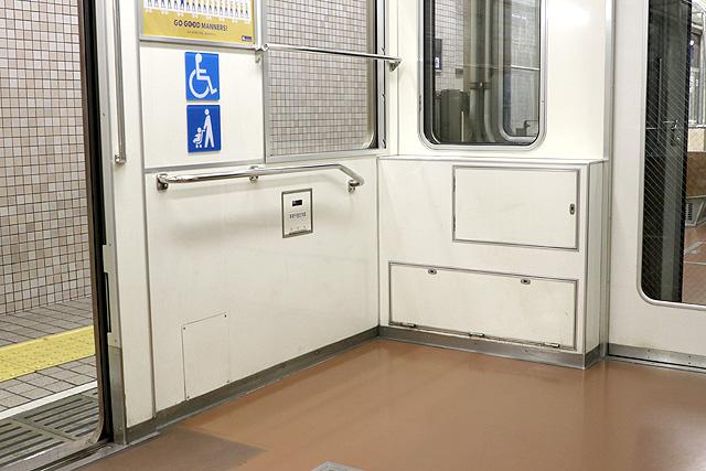 Osaka Metro 23系(最終増備車)車いすスペース