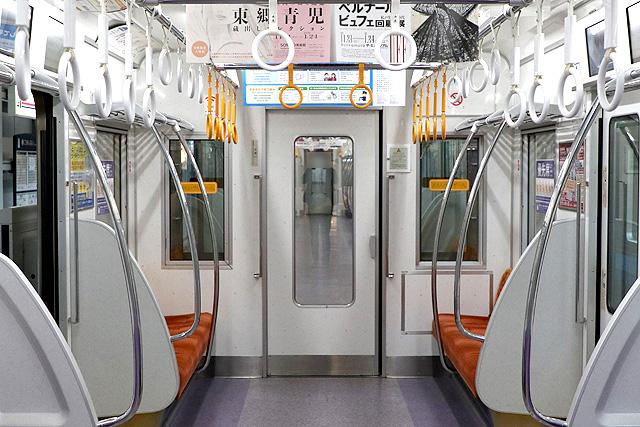 京王1000系(初期車・リニューアル)貫通路(扉付)