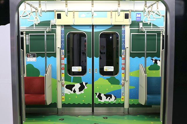 横浜高速鉄道Y000系うしでんしゃ 客用ドア