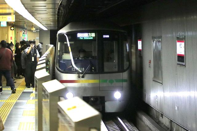 都営地下鉄12-000形(4次車)車内デザイン
