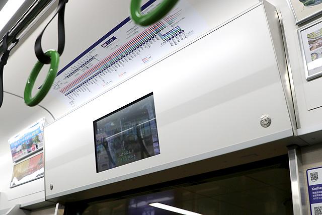 京阪13000系(5次車)広告用デジタルサイネージ