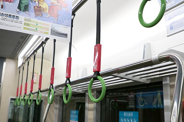 京阪13000系(5次車)吊革(優先座席)