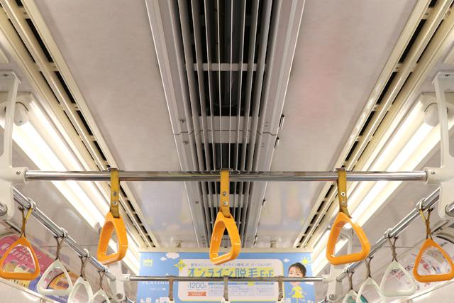 東京メトロ07系 天井部、吊革(優先席)