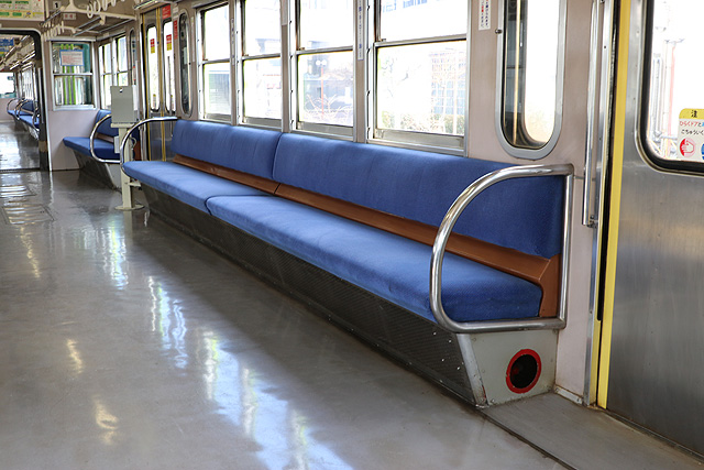 近江鉄道800系 座席、袖仕切り