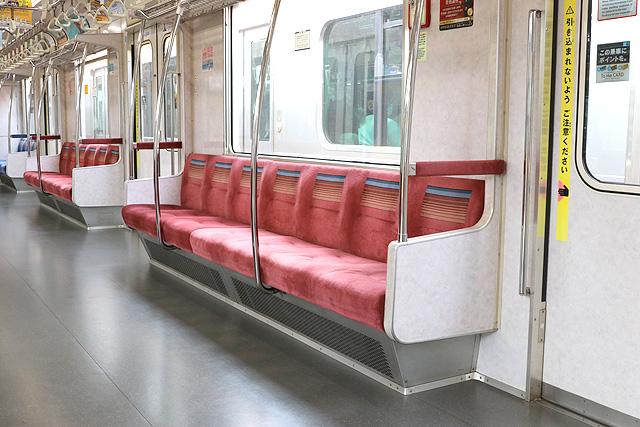 東京メトロ07系 座席、袖仕切り、スタンションポール