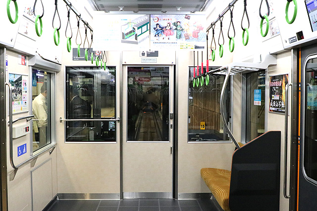 京阪13000系(5次車)乗務員室背面