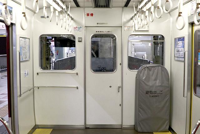 近鉄1620系 乗務員室背面、避難はしご