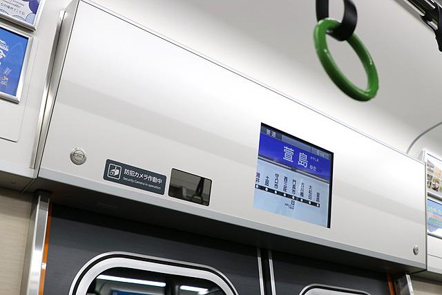京阪13000系(5次車)LCD車内案内装置、防犯カメラ