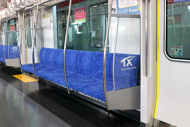 つくばエクスプレスTX-3000形 座席、袖仕切り、スタンションポール