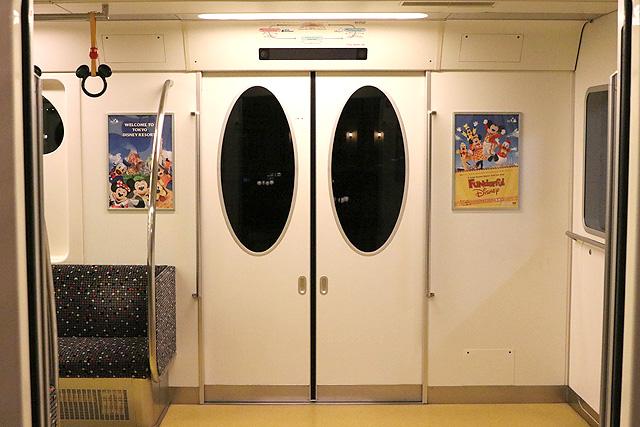 ディズニーリゾートラインType X(10形)客用ドア