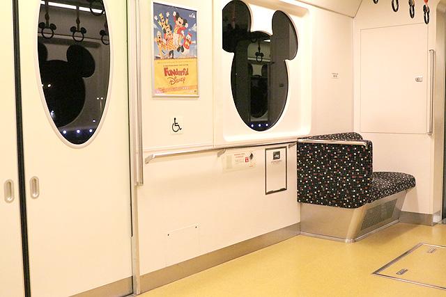 ディズニーリゾートラインType X(10形)車いすスペース