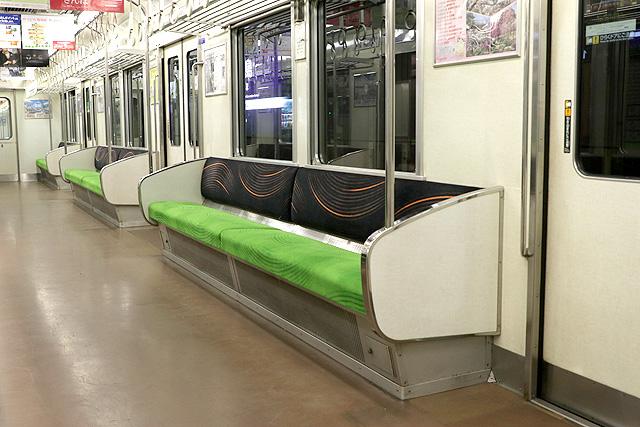 京阪6000系(未更新車)座席、袖仕切り