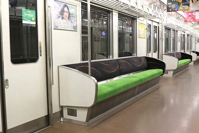 京阪6000系(未更新車)座席、袖仕切り(増備車)