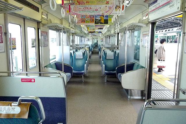 京阪9000系誕生時の車内