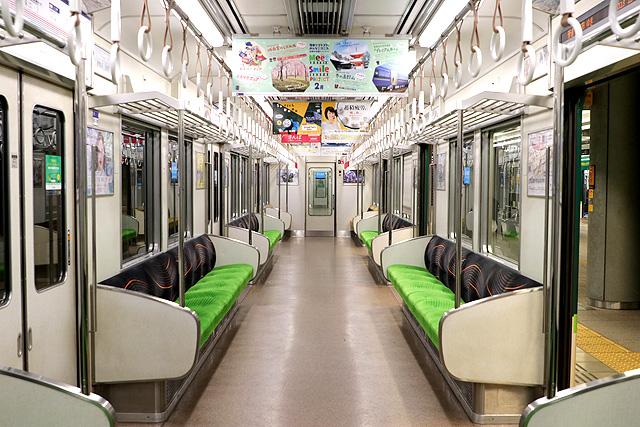京阪9000系、現在の車内