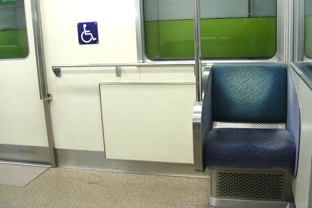 京阪9000系の一人掛けシート