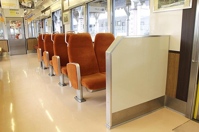 伊賀鉄道200系の元京阪クロスシート