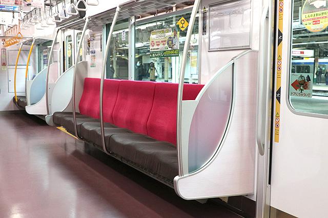 新京成80000形 座席、袖仕切り、スタンションポール