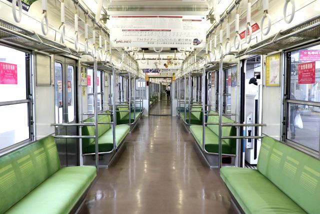 東武8000系(後期車・修繕車)車内