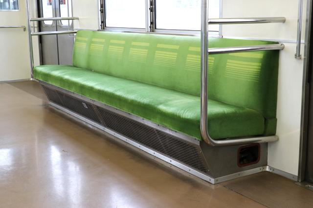 東武8000系(後期車・修繕車)座席、袖仕切り