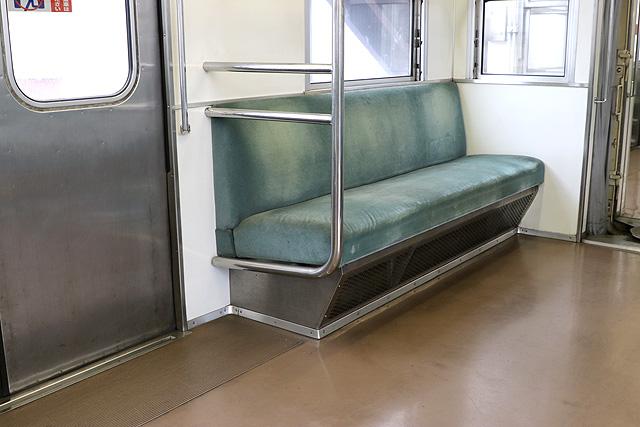 東武8000系(後期車・修繕車)優先席