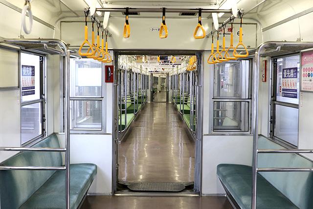 東武8000系(後期車・修繕車)貫通路