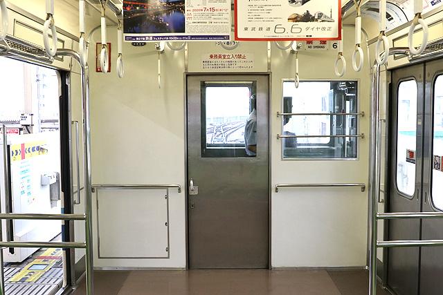 東武8000系(後期車・修繕車)乗務員室背面