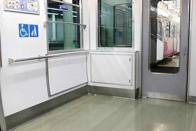 泉北高速鉄道7020系車いすスペース