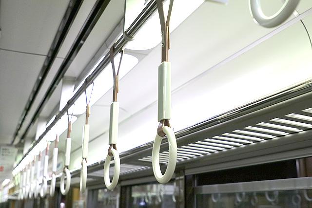 神鉄6000系の吊革