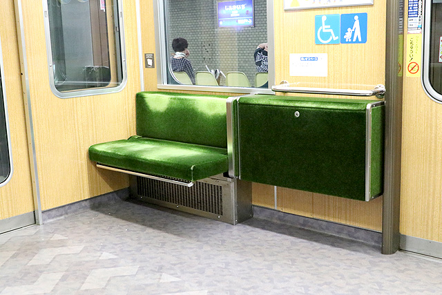 神鉄6000系の車いすスペース(折り畳み座席)