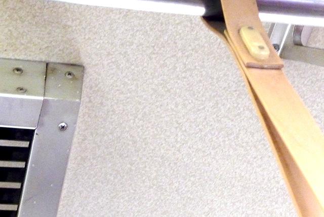 近鉄通勤型木目化粧板の天井部