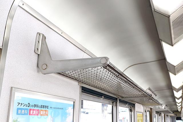 近鉄8400系(ワンマン車)荷棚