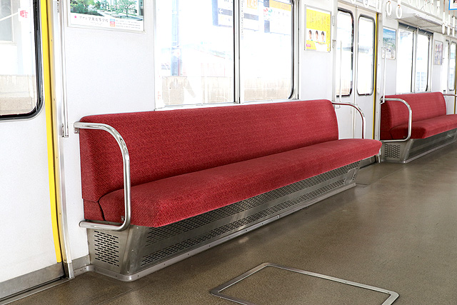 近鉄8400系(ワンマン車)座席、袖仕切り