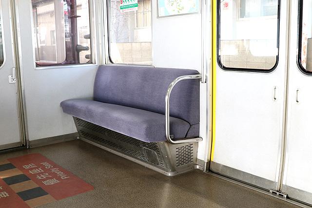 近鉄8400系(ワンマン車)優先座席