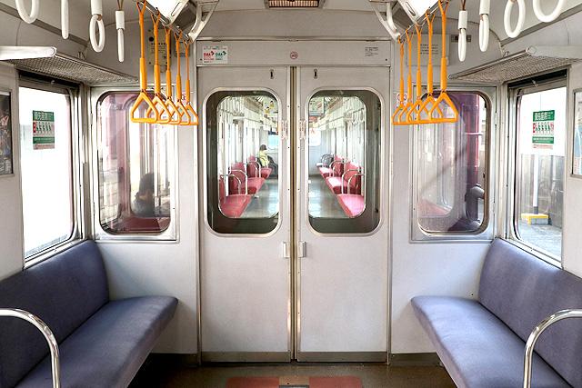 近鉄8400系(ワンマン車)貫通路(広幅)