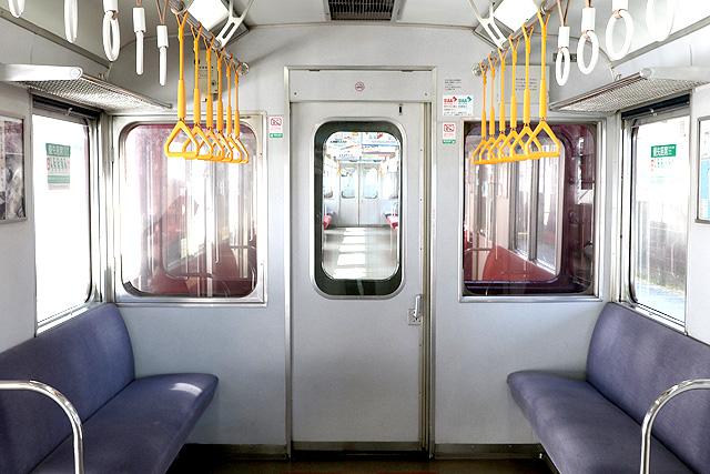 近鉄8400系(ワンマン車)貫通路(狭幅)
