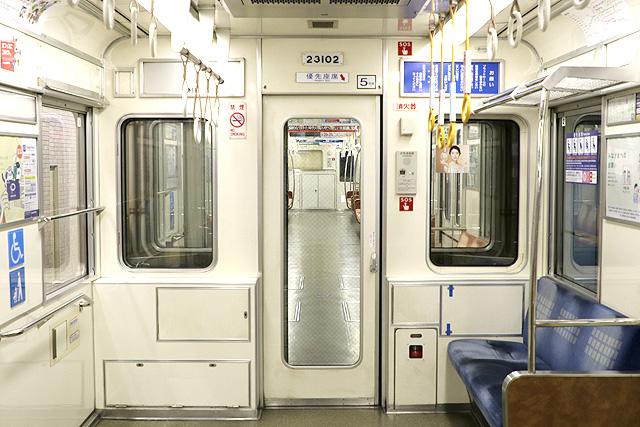 Osaka Metro23系(初期リニューアル車)貫通路