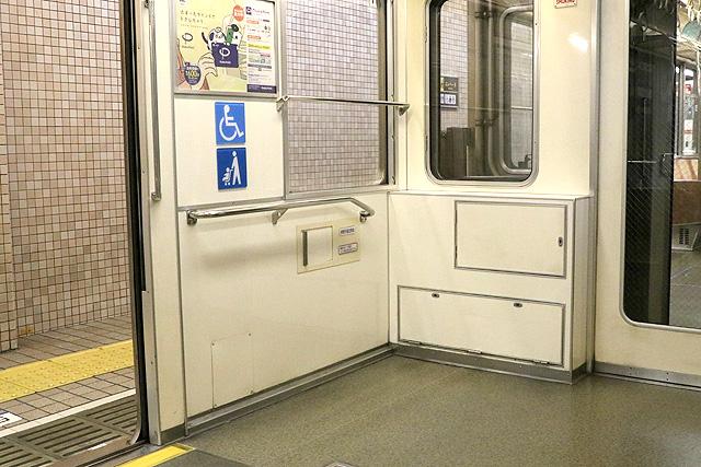 Osaka Metro23系(初期リニューアル車)車いすスペース