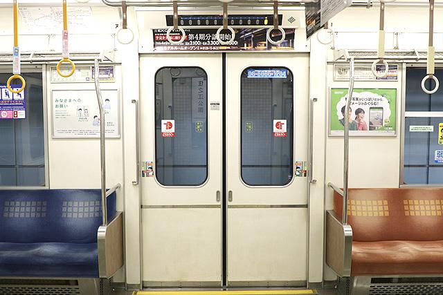 Osaka Metro23系(初期リニューアル車)客用ドア