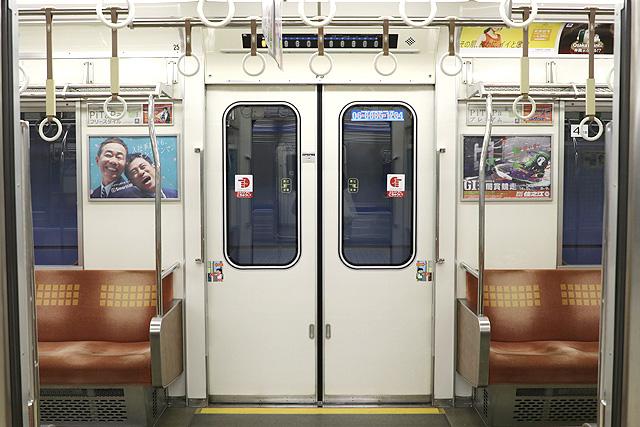 Osaka Metro23系(初期リニューアル車)客用ドア(6両編成化増備車)