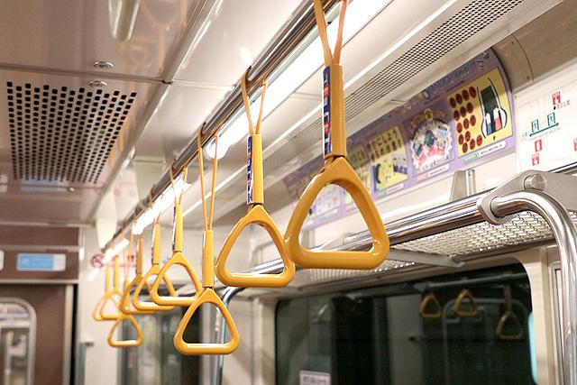 横浜市営地下鉄3000S形 吊革(ゆずりあいシート)